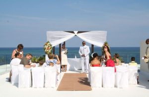 waiting-for-the-bride-puerto-morelos-mexico+1152_12796353259-tpfil02aw-24971