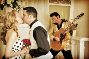 elvis_impersonators_for_las_vegas_wedding_at_wee_kirk_wedding_chapel (640x427)